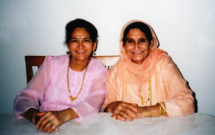 mom and naniji